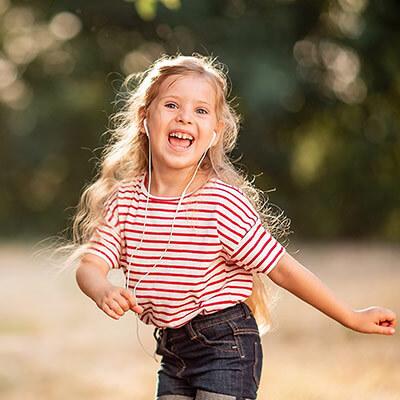 Nel corso di tutta l'infanzia la musica favorisce lo sviluppo di molte competenze