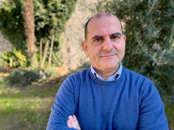 Ecco ti propongo due libri di Alberto Pellai.  Medico e psicoterapeuta dell'età evolutiva, è ricercatore presso il dipartimento di Scienze biomediche dell'Università degli Studi di Milano, dove si occupa di prevenzione in età evolutiva.