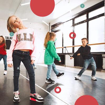 La danza, a qualsiasi età, è l'attività psicomotoria per eccellenza perché...