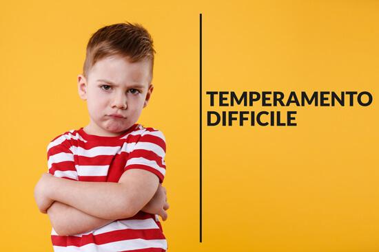Il temperamento difficile comprende tutti i bambini che presentano irregolarità nelle funzioni biologiche, reazioni di ritiro di fronte a situazioni nuove, lentezza nell'adattarsi alle situazioni nuove, umore negativo e irritabilità